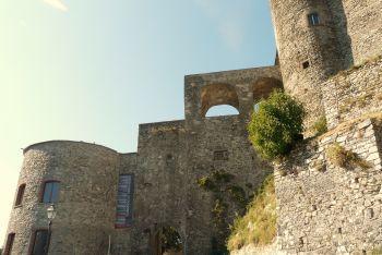 italiainpiega-pieghe meravigliose-itinerari-moto-nord-italia-passo del lagastrello-castello malaspina fosdinovo