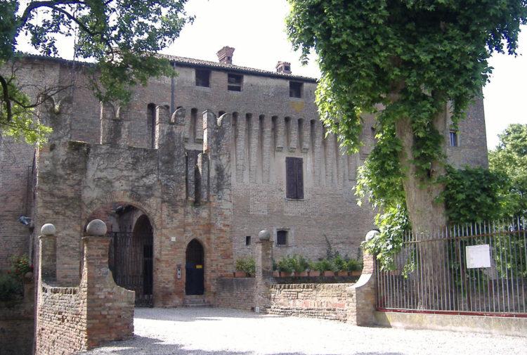 italiainpiega-pieghe meravigliose-itinerari moto pianura padana-dominio visconteo-maccastorna-castello di belpavone